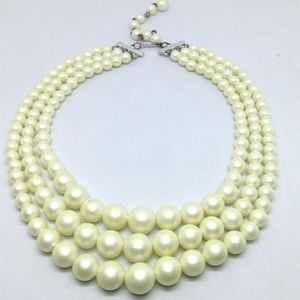 🆕Vintage 3-Strand White Bead Hong Kong Necklace
